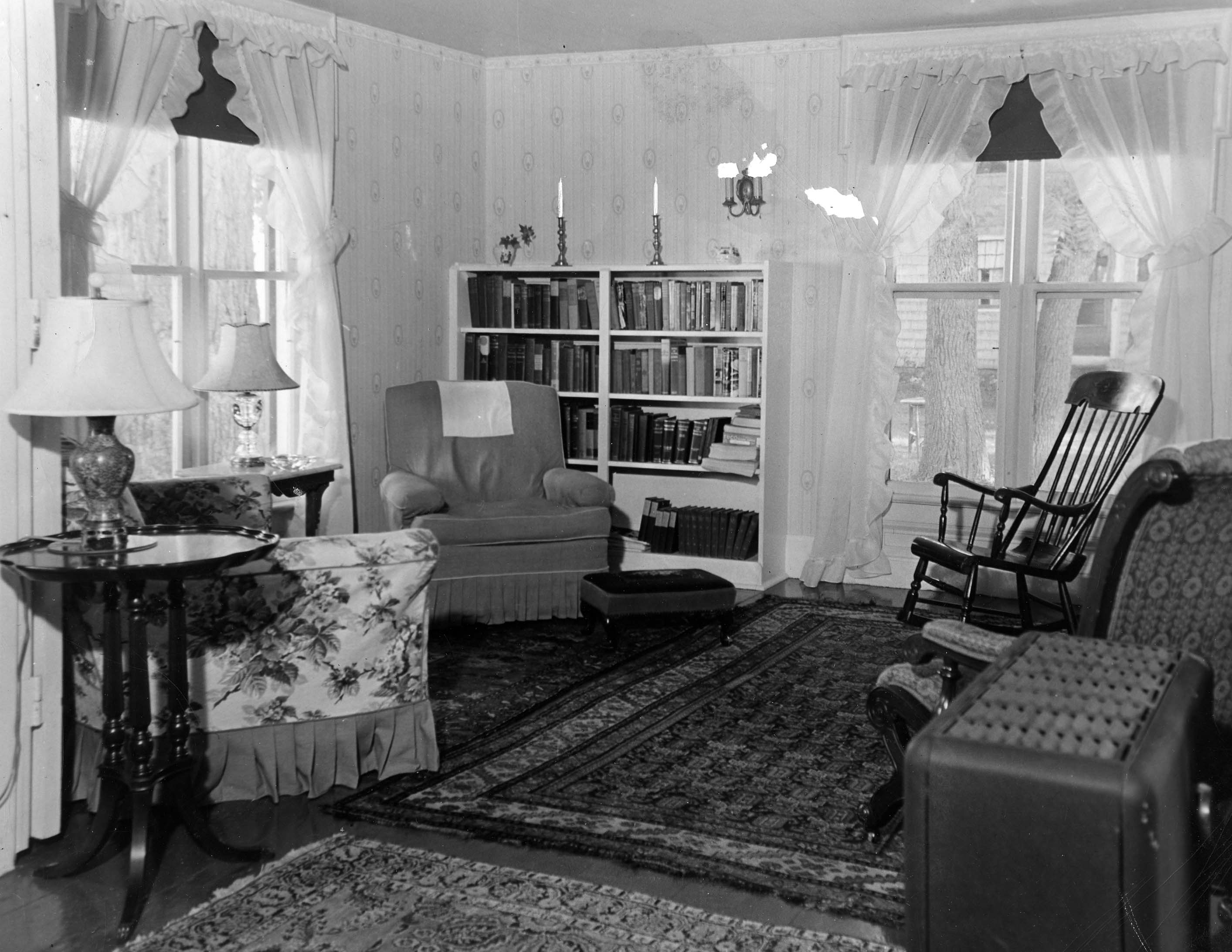 The gallery for old living room 1940 for Living room 1940